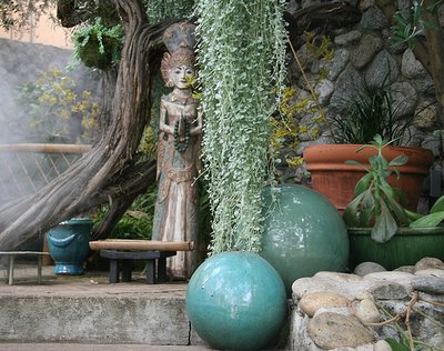 Unique outdoor decor home decorating ideas for Fun garden decoration ideas