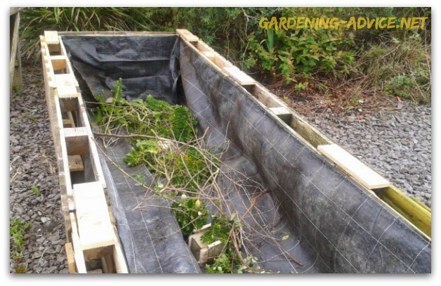 Building Raised Garden Beds From Used Pallets For Nearly FREE